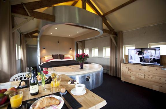 Hotel Met Jacuzzi In Slaapkamer : Vijf luxe B&B voor een romantisch ...