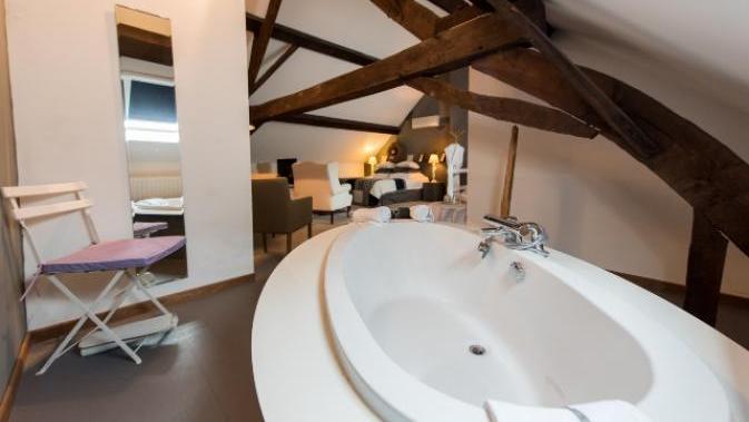 Luxe B&B. Sfeervolle loft met een groot bad - Romantischcadeau.nl