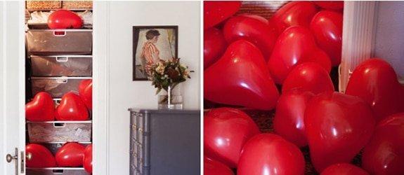 Hart ballonnen in een kast. Absoluut een originele verrassing!