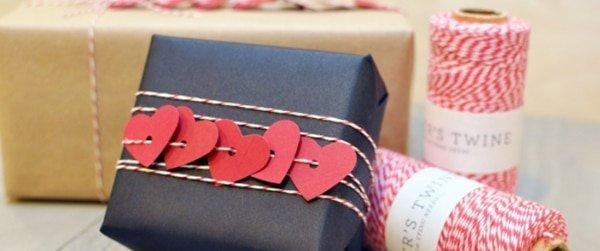 Cadeauverpakking met hart guirlande koord!