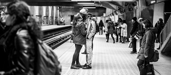 Prachtige zwart-wit fotoserie van kussende stellen